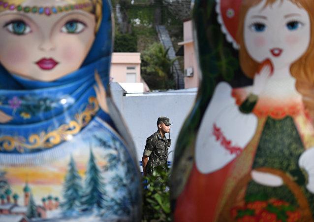 Des matriochka géantes à la Maison russe à Rio