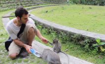 Le vétérinaire américain Evan Antin