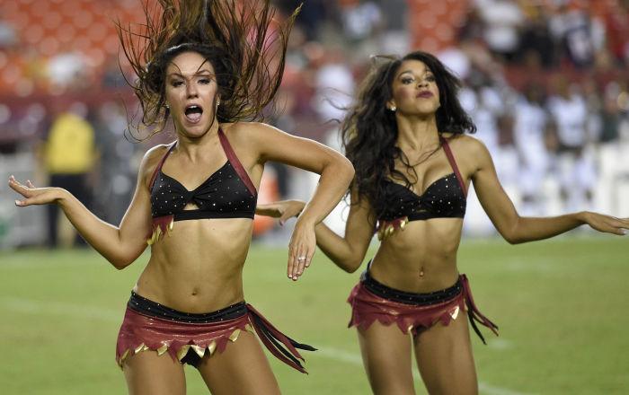 Les cheerleaders de l'équipe des Washington Redskins lors d'un match de football américain (NFL) contre les New York Jets à Landover dans l'Etat de Maryland