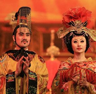 Un empereur de 300 ans extorque 7 M USD à une femme