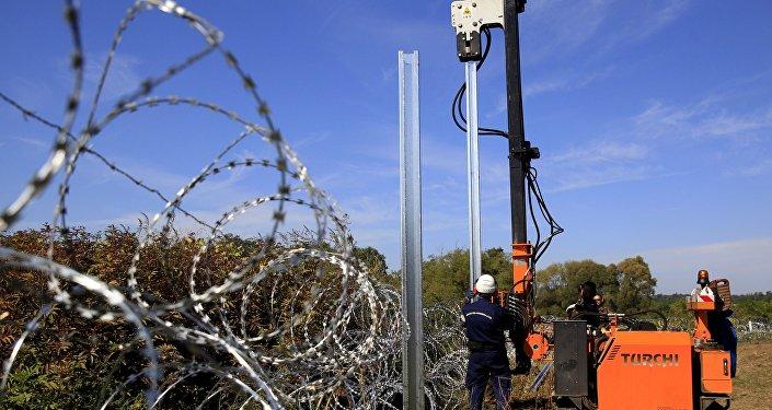 Le mur à la frontière entre la Hongrie et la Croatie