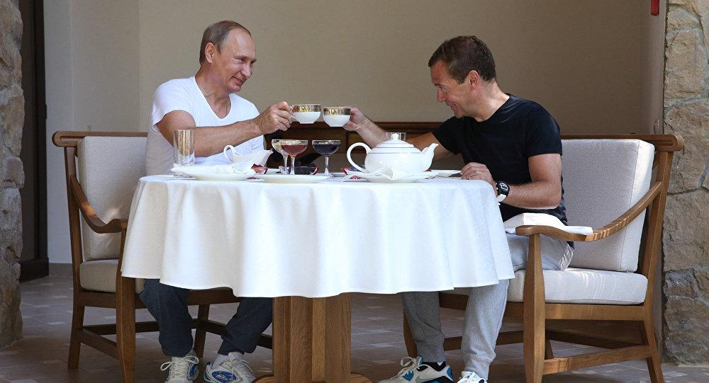 Le président Medvedev et le premier ministre Poutine à Krasnaya Polyana