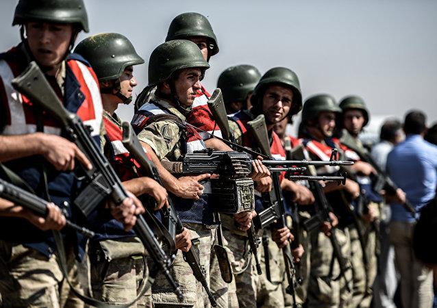 Des militaires turcs