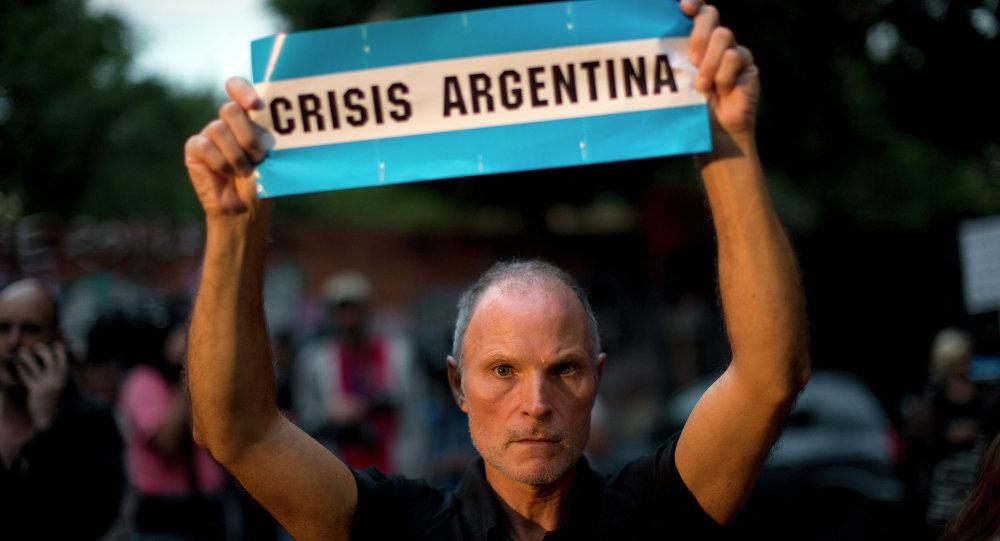 Un manifestaqnt argentin