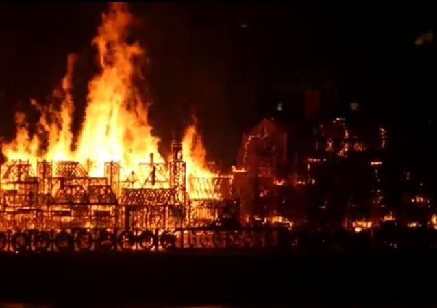 Londres en feu en mémoire du Grand incendie de 1666