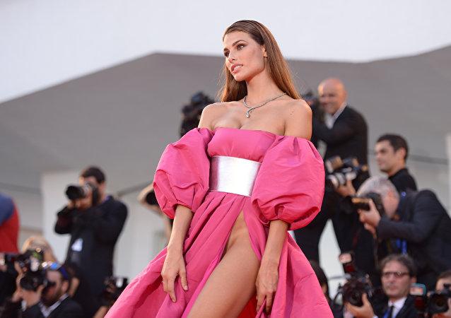 Les robes fascinantes et choquantes des participants du festival de Venise
