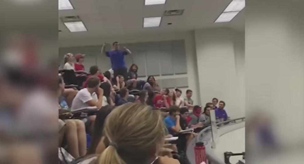 Quand un panier à trois points maintient toute la classe en haleine…