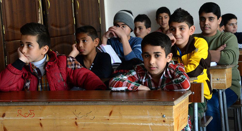 Les enfants syriens à l'école. Image d'illustration