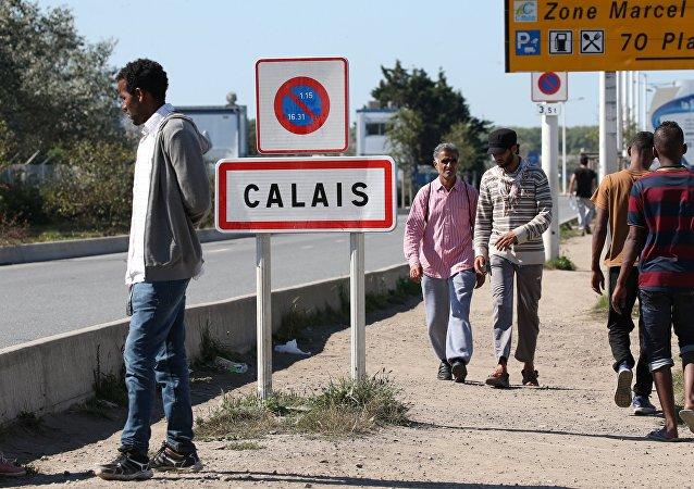Des Français manifestent contre les centres d'accueil pour les migrants