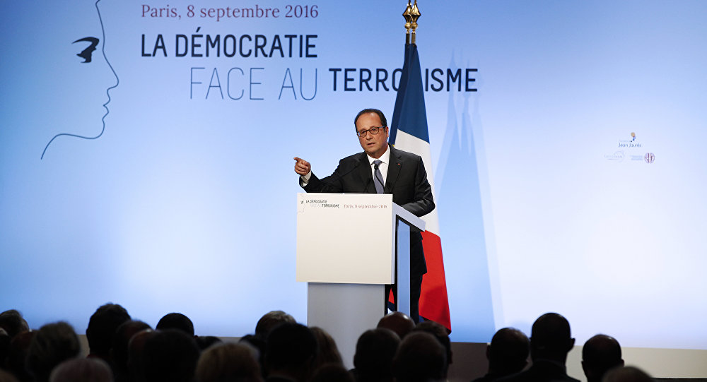 l'intervention de François Hollande dans la salle Wagram