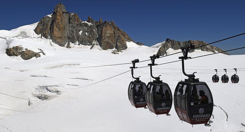 Un Britannique abandonne son rameur sur le Mont-Blanc et provoque l'ire d'un élu