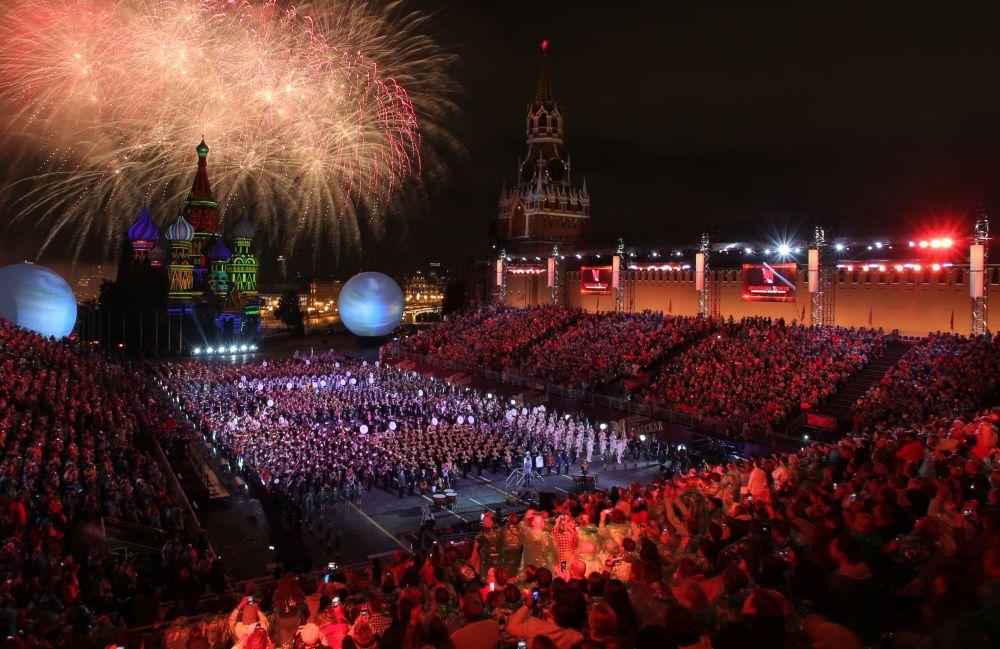 Le Festival international de musique militaire Tour Spasskaïa s'est achevé le 4 septembre par un spectacle grandiose sur la place Rouge de Moscou