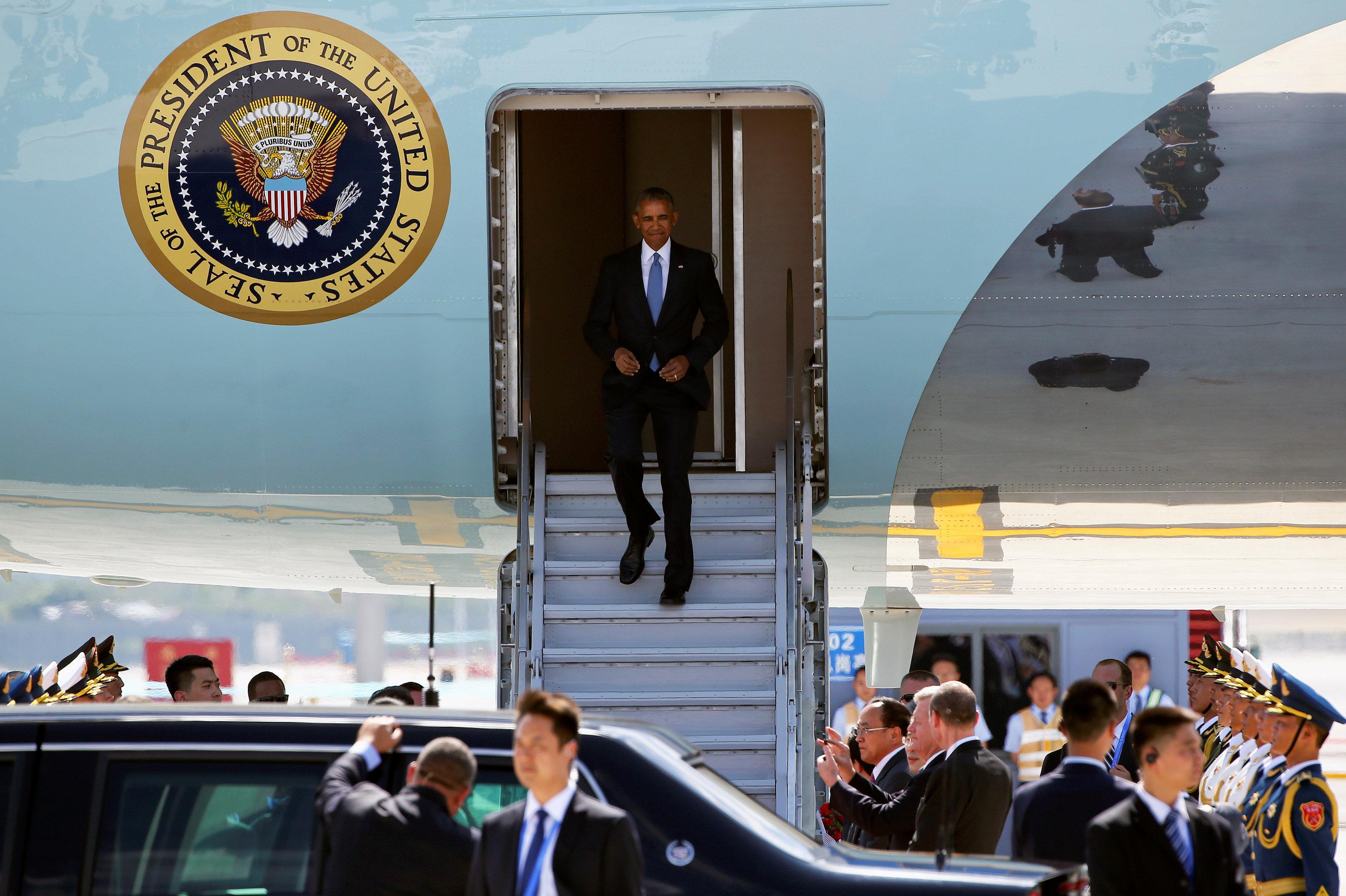 Barack Obama privé de tapis rouge à sa descente de l'avion à l'aéroport de Hangzhou