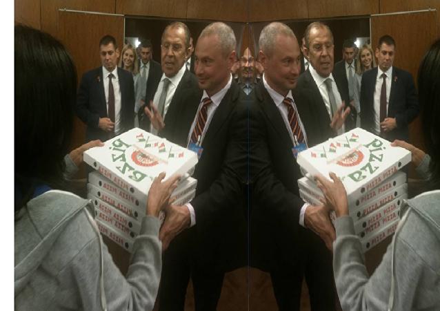 Lavrov livre des pizzas