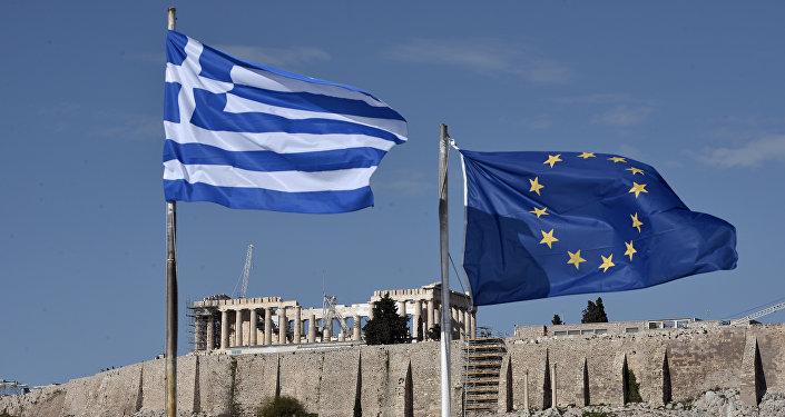 Les drapeaux grec et européen