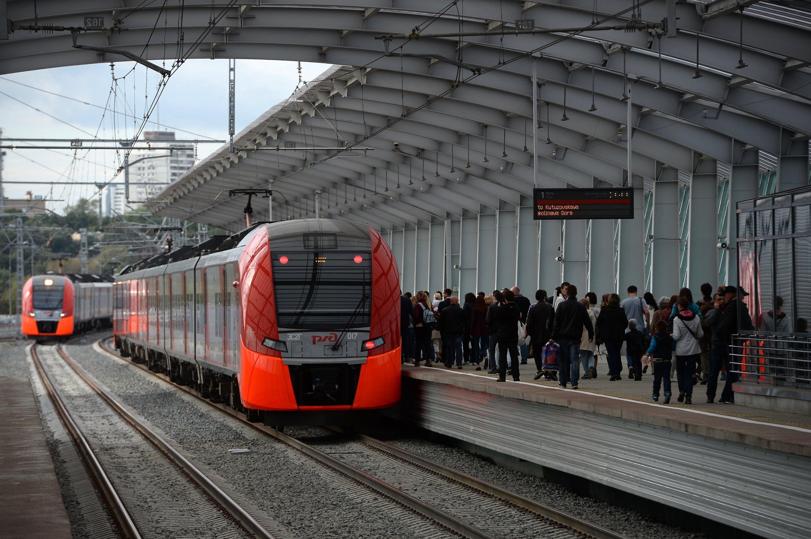 Inauguration de la ligne de train de banlieue