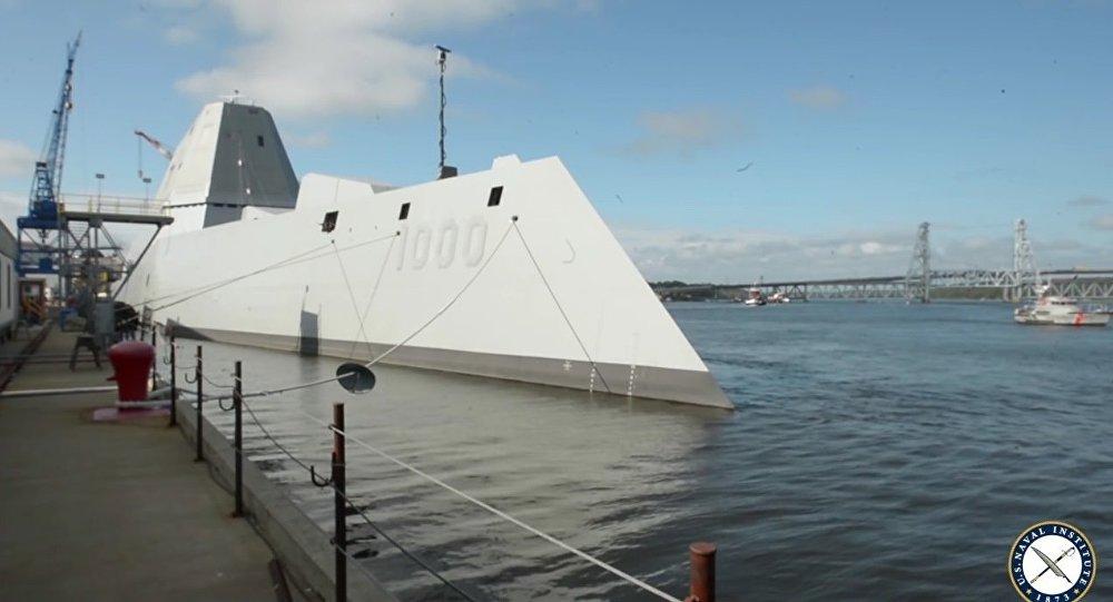 La mise à l'eau d'un navire furtif des USA diffusée sur internet