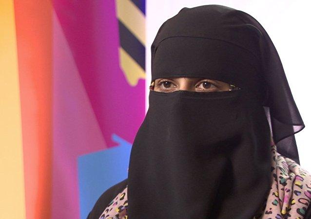 Une femme portant un niqab