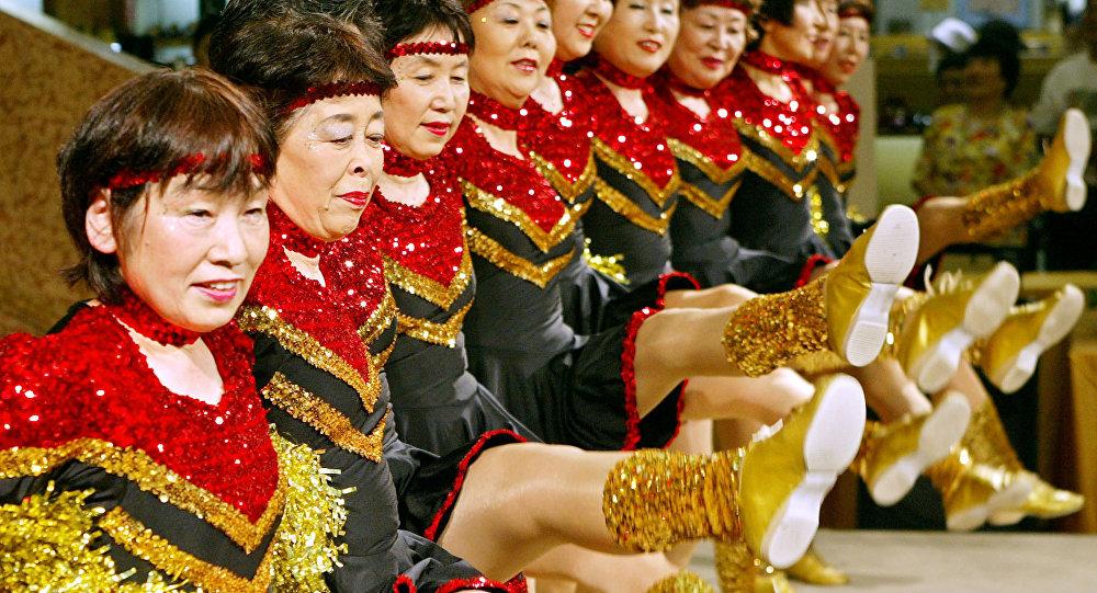 Japon: des pom-pom girls du 3e âge enflamment les gymnases