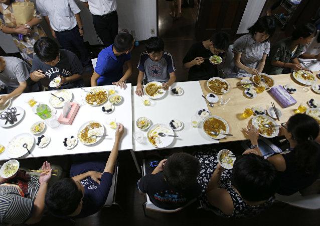 Des cafétérias pour les enfants Japonais sous-alimentés