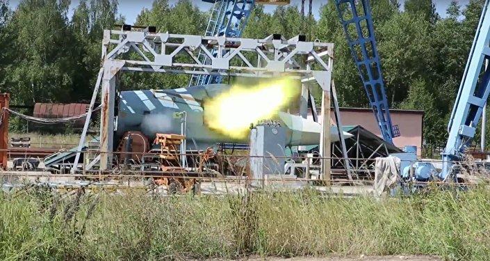 Le test du nouveau canon du T-50 russe