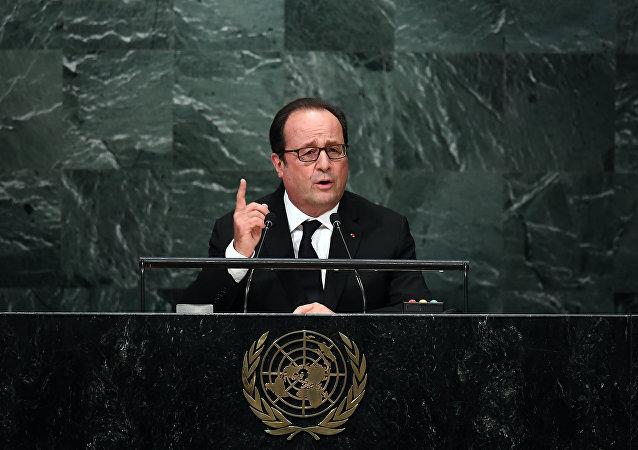 Hollande et Valls en hausse (sondage)