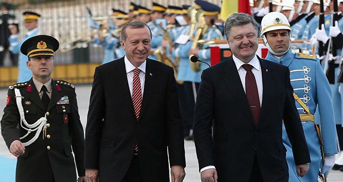 Les présidents turc et ukrainien, Recep Tayyip Erdogan et Piotr Porochenko