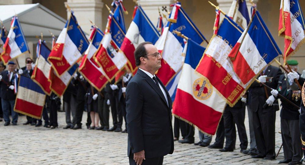 Harkis: Hollande reconnaît la