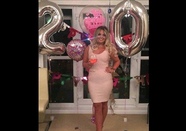 On lui interdit de fêter son anniversaire parce qu'elle est trop grosse