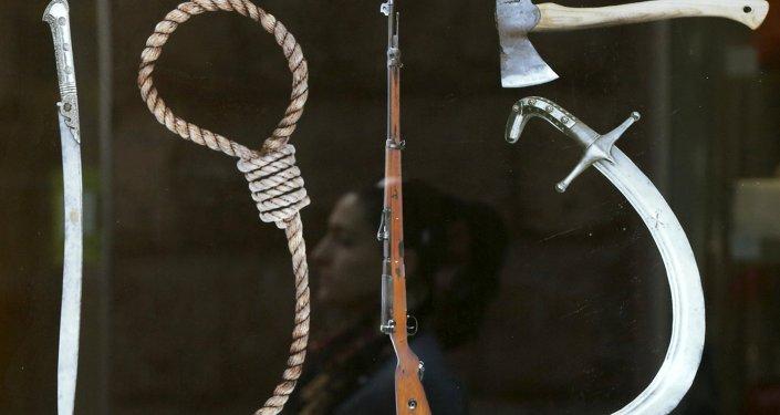 Un panneau représentant les Instruments du génocide de 1915 dans l'Empire ottoman