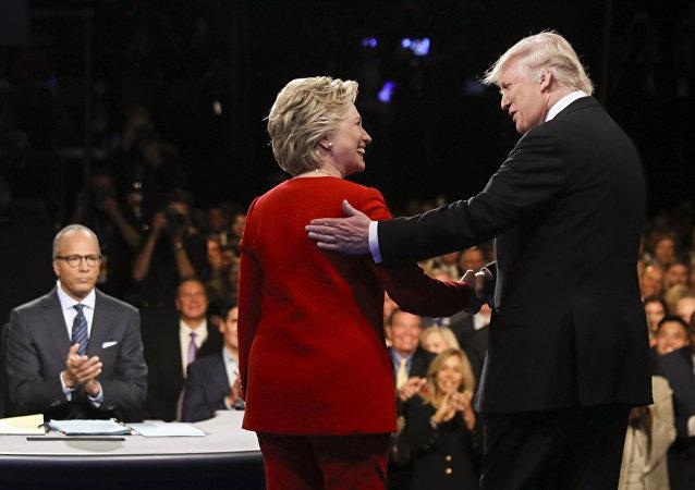 Parer l'accolade de Trump, mode d'emploi: Hillary avait tout prévu (vidéo)