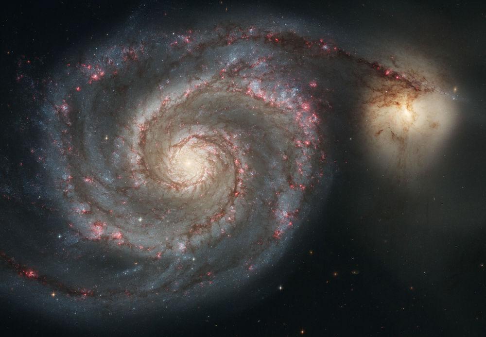 La galaxie du Tourbillon, située dans la constellation du Chiens de chasse, se trouve à 23 millions années-lumière de la Terre
