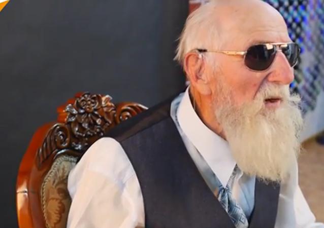 La mode n'a pas d'âge, comme le prouve un papy de 82 ans