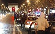 Manif nocturne de policiers sur les Champs-Élysées