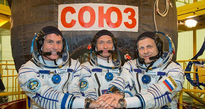 Expedition 49: Sergueï Ryzhikov, Andreï Borisenko, Shane Kimbrough Sept. 9, 2016.