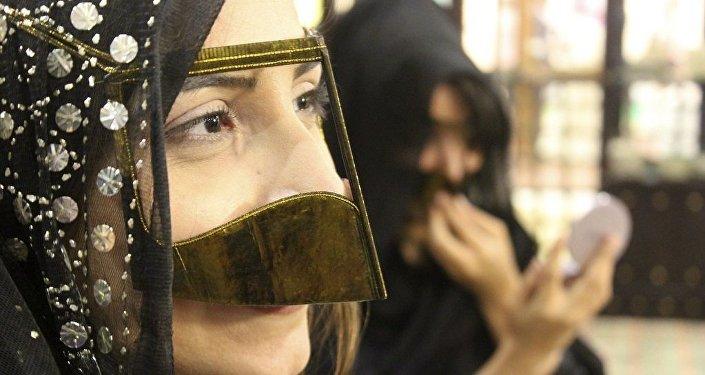 Une jeune femme des Émirats arabes unis. Image d'illustration