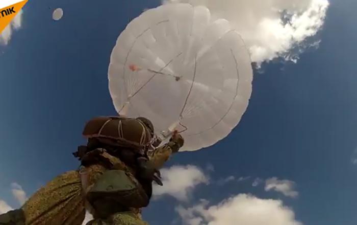 Des parachutistes russes et égyptiens ont sauté pour la 1ere fois conjointement en Afrique