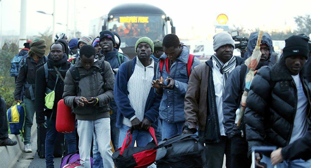 Les migrants quittent la Jungle de Calais