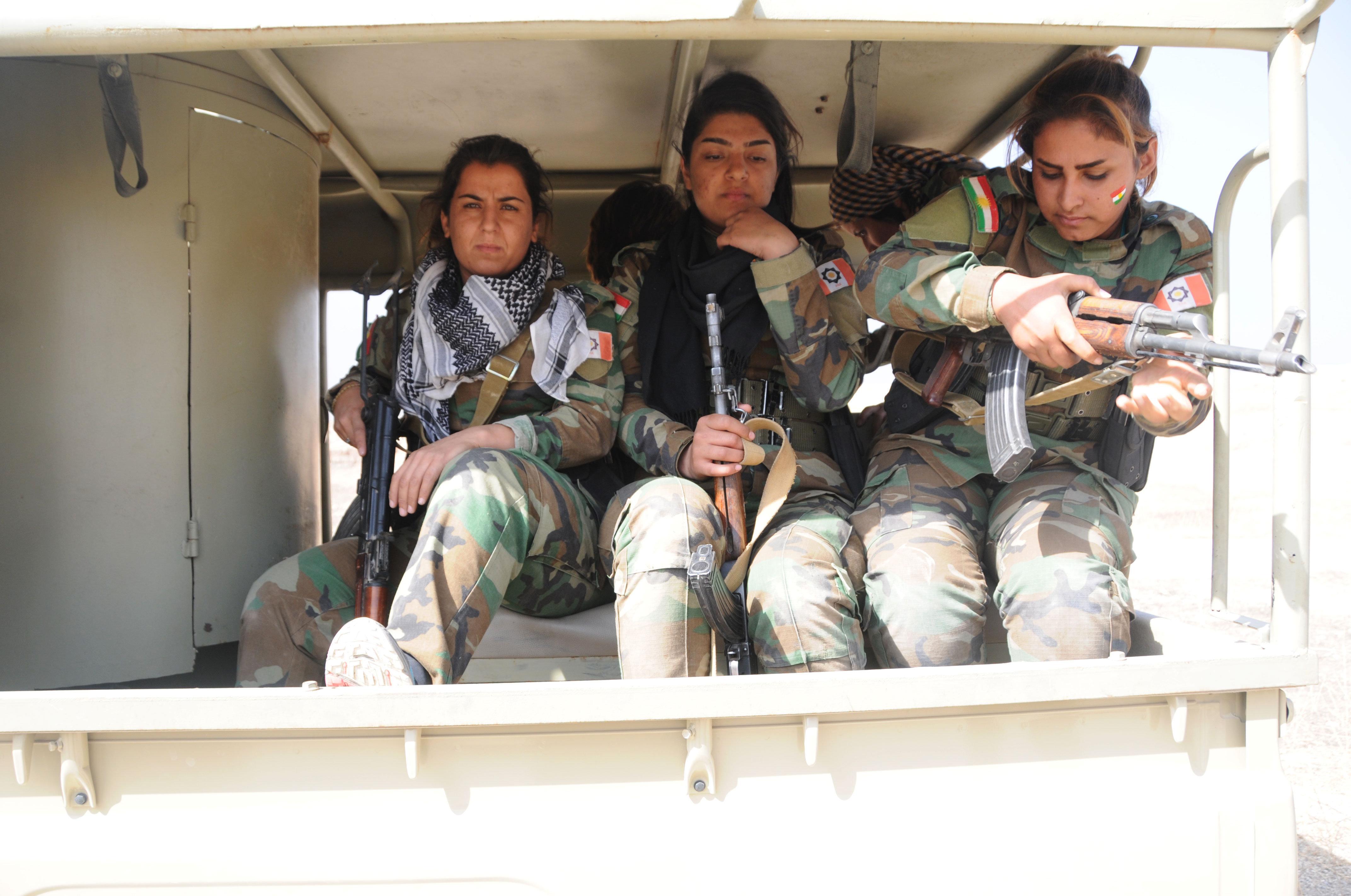 Des femmes peshmergas près de Mossoul, Irak