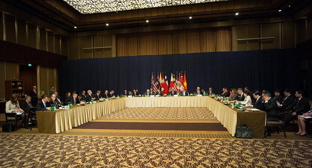 Réunion en 2013 des chefs d'États ou des ministres des affaires étrangères, accompagné des négociateurs en chef des pays en négociation pour le TPP.