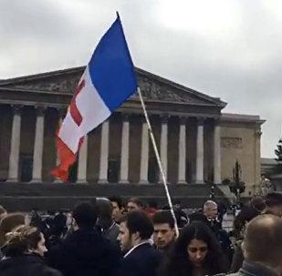 Les policiers toujours dans la rue à la veille d'une rencontre avec Hollande