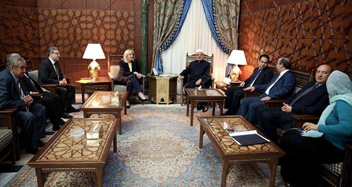 Marine Le Pen au côté de l'imam de la mosquée al-Azhar, Ahmed el-Tayeb, lors de son voyage en Egypte en 2015