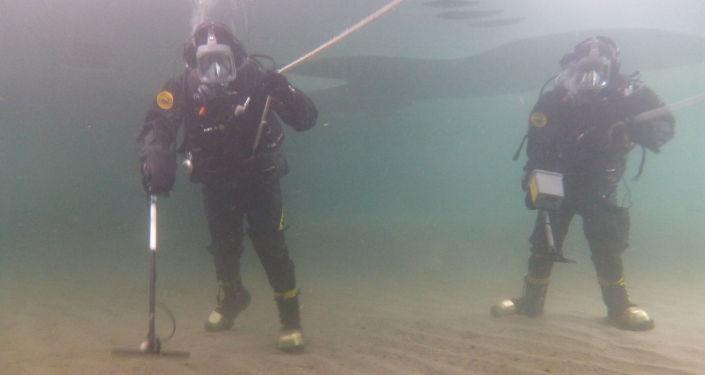 Les plongeurs apprennent également à se repérer sous l'eau, à rechercher et à classifier les engins explosifs
