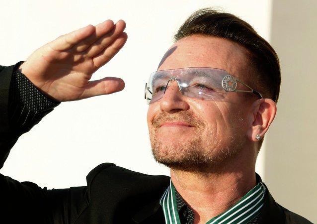 Bono, premier homme prétendant au titre de Femme de l'année