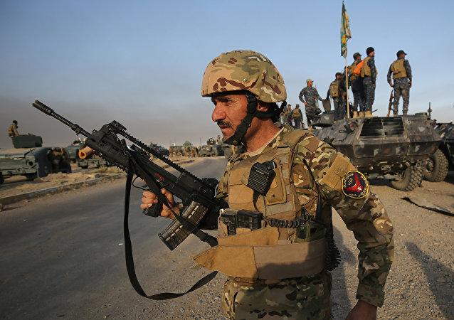 Les militaires irakiens près de Mossoul