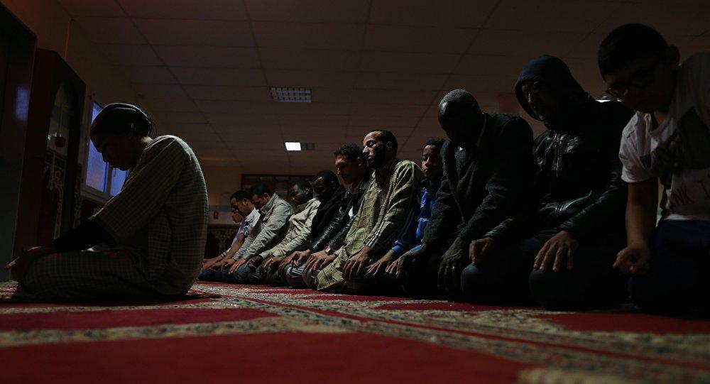 Musulmans dans une mosquée. Archive photo