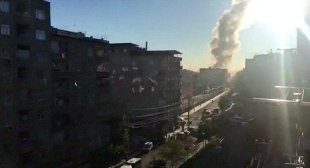 turquie une puissante explosion frappe le centre de diyarbakir vid os sputnik france. Black Bedroom Furniture Sets. Home Design Ideas