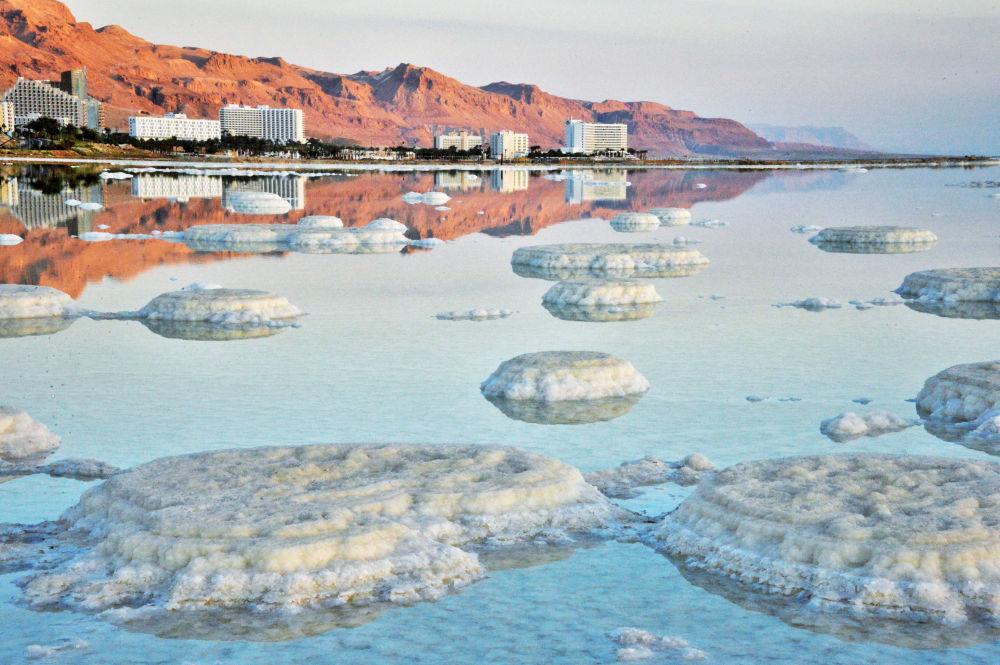Vue sur la mer Morte depuis la côte israélienne