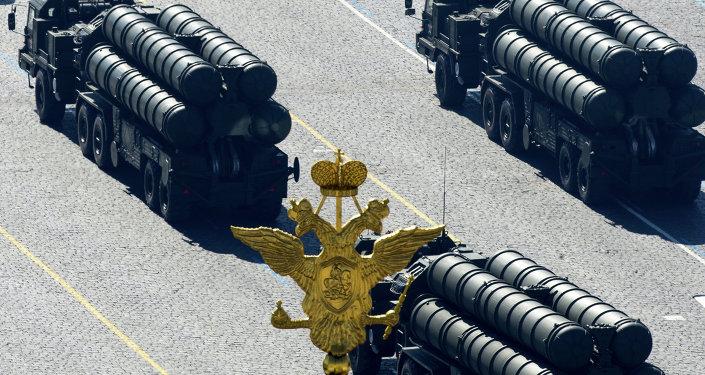 Les systèmes de la défense aérienne S-400 lors du défilé du 9 mai