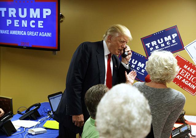 Le président élu américain parle au téléphone